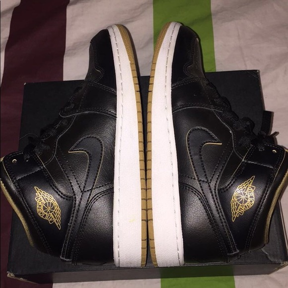 finest selection ba989 f8774 Youth Air Jordan 1, Size 5